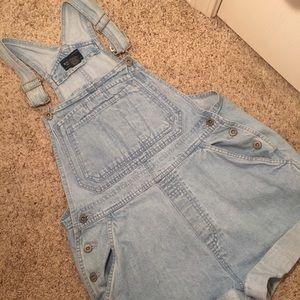 Adorable & vintage short overalls